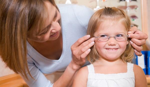 Cum alegem ochelarii pentru cei mici?